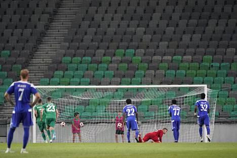 HJK joutui kaivamaan pallon maalistaan kolme kertaa Ljubljanassa.