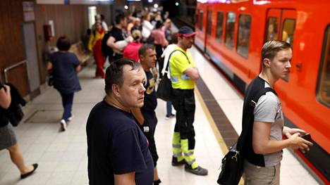 Metron matkustajat ovat saaneet tottua toistuviin viivytyksiin.