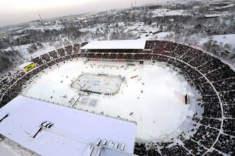 Talviklassikko eli jääkiekon SM-liigan ottelu HIFK vs Jokerit pelattiin Helsingin stadionilla 4. helmikuuta 2012.
