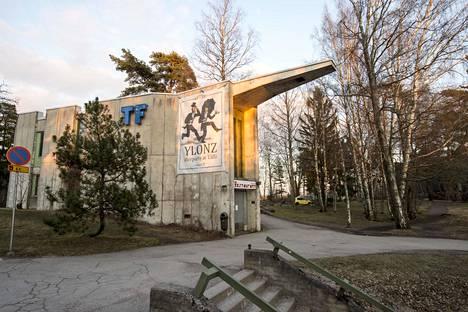 Teknologföreningenin osakuntatalo on vuodelta 1966. Valokuva on otettu keväällä 2019.