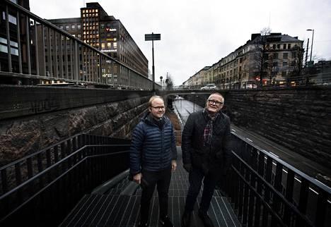 Urbaana-hankkeen alullepanija, kuvanveistäjä Martti Aiha ja ryhmän jäsen, arkkitehti Eero Lundén (vas.) Baanalla.