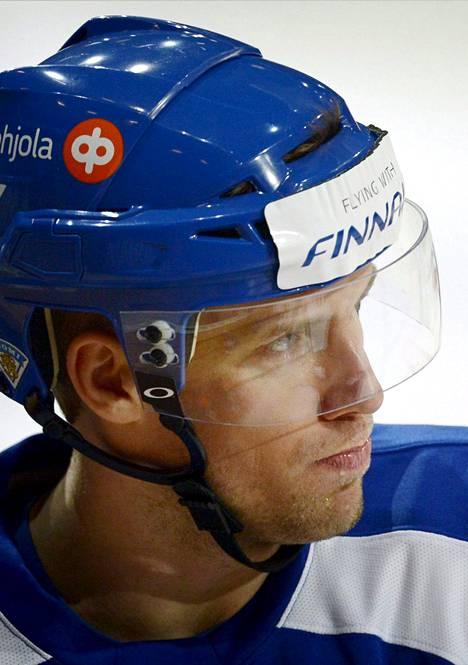 63 Topi Jaakola, 31 vuotta, Jokerit, KHL, 186 cm / 89 kg. Vuoden 2011 maailmanmestari teki tällä kaudella Jokereissa 14 tehopistettä (4+10). Luottopelaajia.