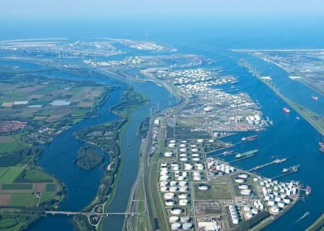 Rotterdamin satama-alueen Porthos-hankkeessa on tarkoitus kerätä talteen raskaan teollisuuden päästöt, kuljettaa ne maanalaista putkea pitkin merelle ja varastoida ne Pohjanmeren pohjaan.
