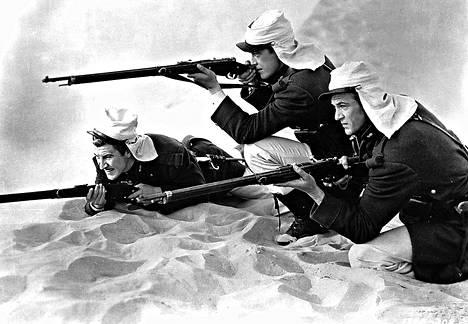 Robert Preston, Ray Milland ja Gary Cooper liittyvät Ranskan muukalaislegioonaan elokuvassa Erämaalinnakkeen sankarit.