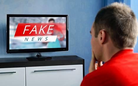 Valheellinen uutinen herättää erilaisia tunteita kuin tosi.