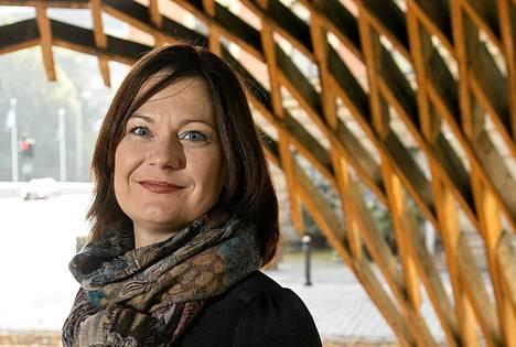 Kokoomuksen puoluesihteeri Minna Arve lähtee eduskuntavaaliehdokkaaksi.