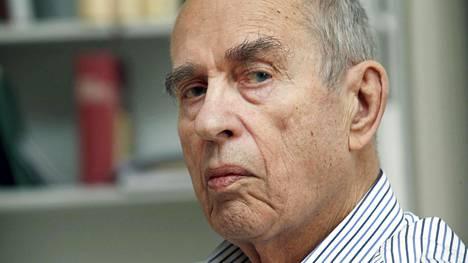 Kirjailija-ohjaaja Jörn Donnerin mielestä Halkolan syytöksissä on kyse taistolaisten ja porvarien vanhoista kaunoista.
