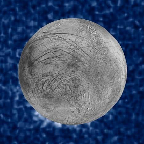 Nasan julkistamassa yhdistelmäkuvassa näkyy kello 7:n kohdalla mahdollisia vesisuihkuja Europan pinnalla. Taustalla on Jupiterin pinta.