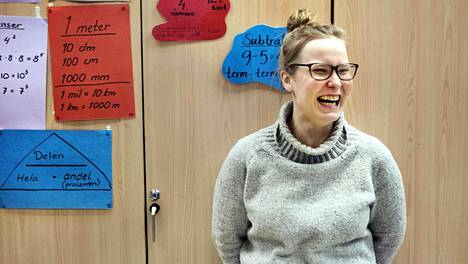 """Lahdesta muuttanutta opettajaa Jutta Turusta jännitti ensimmäisinä työpäivinä uudessa työpaikassa muun muassa se, kuinka hän pärjäisi ruotsin kielellä. """"Jännitti tietenkin aluksi. Eivät lapset, mutta kollegat."""""""