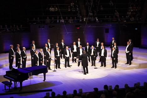 Liiton Miehet -kuoro esiintyi juhlakonsertissa Paavo Hyökin johtamana. Vuonna 2017 perustettu kuoro oli juhlan kuoroista nuorin.