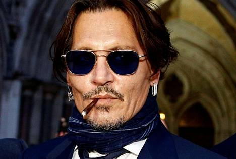Johnny Depp poistumassa Britannian korkeimmasta oikeudesta Lontoossa viime helmikuussa.