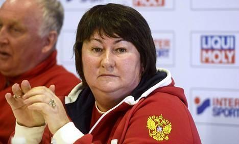 Venäjän hiihtoliiton puheenjohtaja Jelena Välbe ei juuri kommentoinut ruotsalaislehdessä julkaistuja vihjailuja.