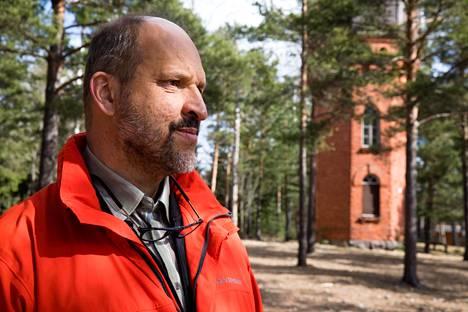 Sture Lindholm on tutkinut laajasti Tammisaaren vuoden 1918 vankileiriä, joka kyhättiin pikaisesti vanhoihin venäläiskasarmeihin.