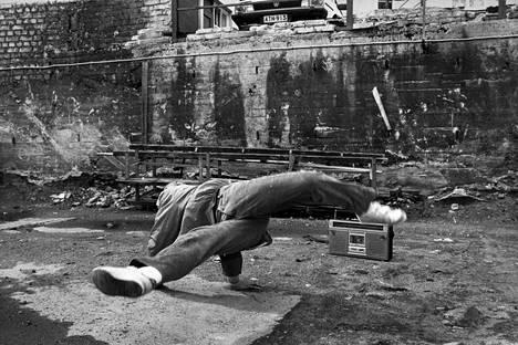 Ensimmäisen breakdance-mestaruutensa voittanut 14-vuotias Mika Nordman kertoi vuonna 1984, että innostus oli levinnyt kavereihinkin.