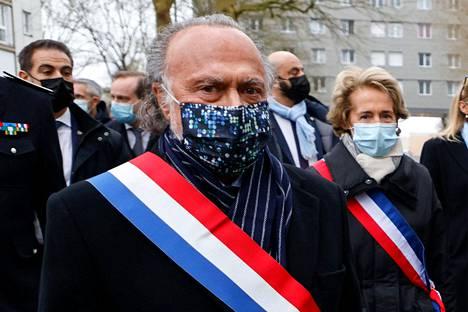 Olivier Dassault vieraili kansanedustajana Beauvais'n kaupungissa perjantaina 5. maaliskuuta. Vierellä pormestari Caroline Cayeux.