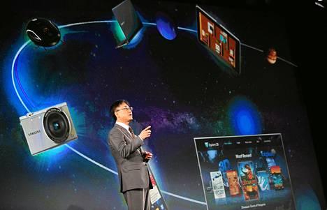 Samsungin kuluttajaelektroniikkaosaston johtaja Boo Keun-yoon esitteli yhtiön uusia tuotteita Las Vegasin messujen lehdistöpäivänä maanantaina.