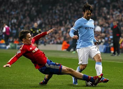 Pohjevamma pitää Manchester Cityn David Silvan (oik) sivussa jopa kuukauden.