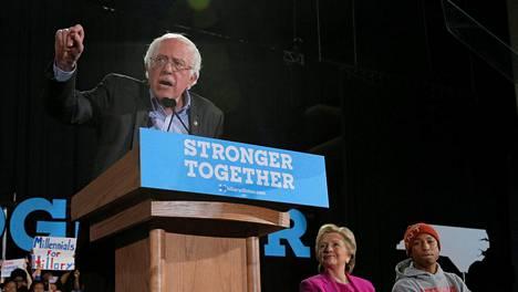 Vermontin senaattori Bernie Sanders puhui Hillary Clintonin kampanjatilaisuudessa Pohjois-Carolinassa viime viikon torstaina.