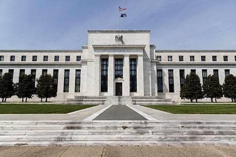Yhdysvaltain keskuspankki (Fed) reagoi koronapandemiaan tuhansien miljardien elvytystoimilla. Keskuspankki, Federal Reserve, sijaitsee Washingtonissa.