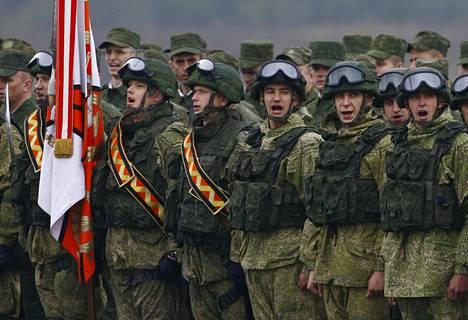 Venäläiset sotilaat osallistuivat marssiin Borisovissa Valko-Venäjällä Zapadin päättyessä.