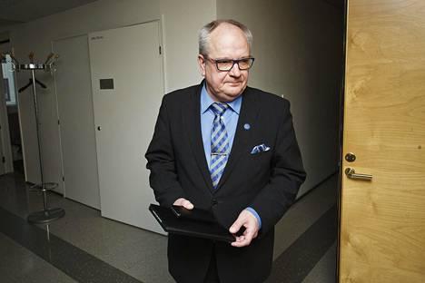 Talousvaliokunnan puheenjohtaja Kaj Turunen.