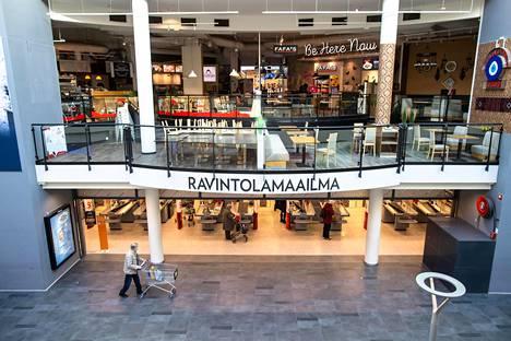 Ravintoloiden aukioloaikoja on rajoitettu Uudellamaalla voimakkaasti. Kuva kauppakeskus Myyrmannista Vantaalta.