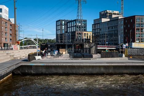 Nopeasti kehittyvään Kalasatamaan on tänä kesänä avattu uusi Uumaja.
