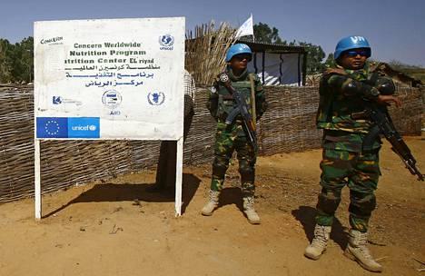 YK:n rauhanturvaajia Länsi-Darfurin osavaltion pääkaupungissa Geneinassa 8. helmikuuta 2017.