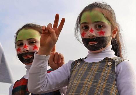 Kymmenen vuotta kestänyt sota Syyriassa on tuonut runsaasti nuoria pakolaisia Eurooppaan.