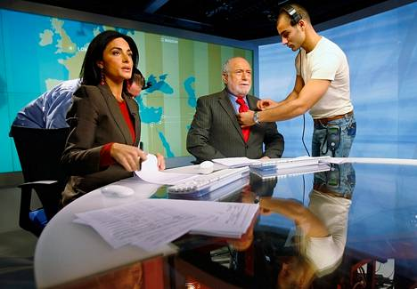 Al Jazeeran uutisankkurit valmistautuivat ensimmäiseen lähetykseen Washingtonin toimipisteeltä marraskuussa 2006.