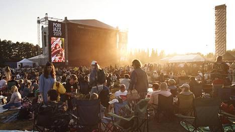 Yleisöä Pori Jazz -festivaalilla 19. heinäkuuta 2019.