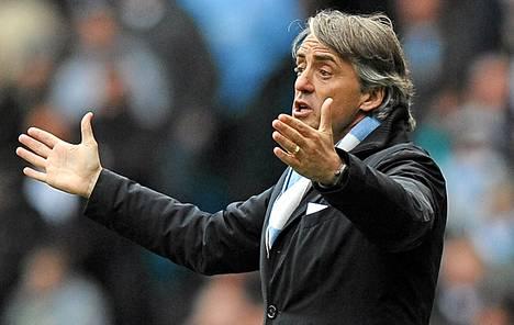 Manchester Cityn manageri Roberto Mancini elehti ottelussa Sunderlandia vastaan.