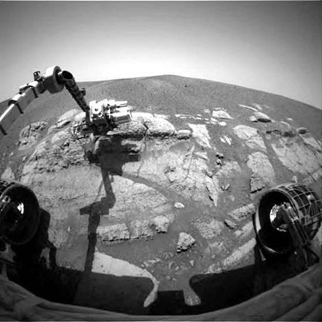 Mars-mönkijä Opportunity taivalsi Marsin pinnalla 80 metriä tiistaina 15. toukokuuta. Se oli mönkijän 3 309. päivä Marsissa, laskettuna Marsin päivien mukaan. Nyt Opportunity etenee Endeavourin kraatterin länsireunalla.
