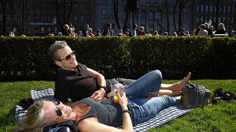 Norjalaiset Mariann Leines Dahle ja Torgeir Dahle tulivat ensimmäistä kertaa Suomeen ja tupsahtivat samantien keskelle kesän lämpimintä päivää.