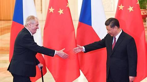 Tšekin presidentti Miloš Zeman tapasi Kiinan presidentin Xi Jinpingin Pekingissä huhtikuussa 2019.