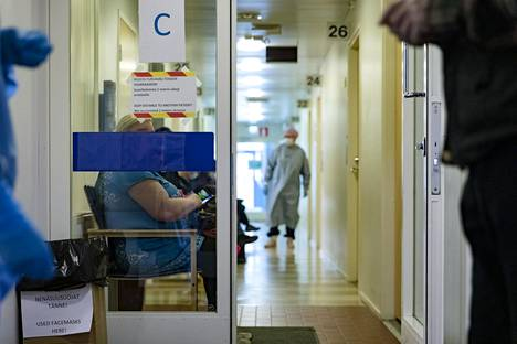 Malmin terveysasemalla otetaan vastaan ja hoidetaan koronaviruspotilaita.