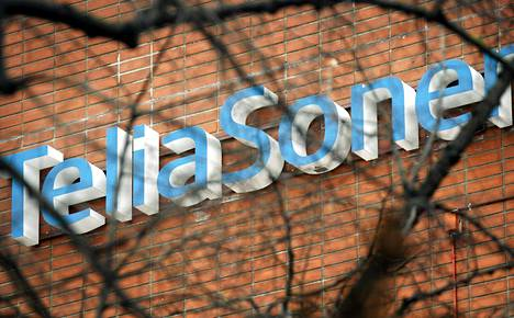 TeliaSoneran logo yhtiön Vallilan konttorin seinässä Helsingissä.