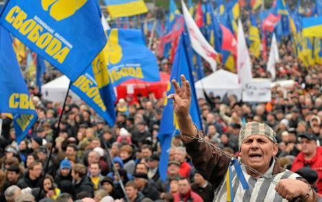 Ukrainan länsimieliset kokoontuivat suurmielenosoitukseen sunnuntaina.
