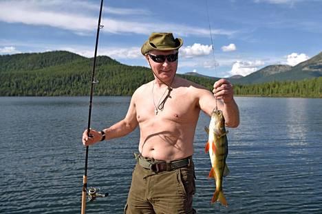 Kreml julkaisi maanantaina videon ja valokuvasarjan Venäjän presidentti Vladimir Putinin kalastusmatkasta Keski-Siperiassa.