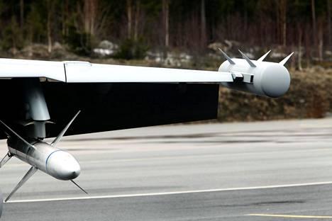 Ehkä helpoin tapa erottaa Growler-versio Super Hornetista on siiven kärjen säiliö, joka sisältää elektronisen sodankäynnin sensoreita.