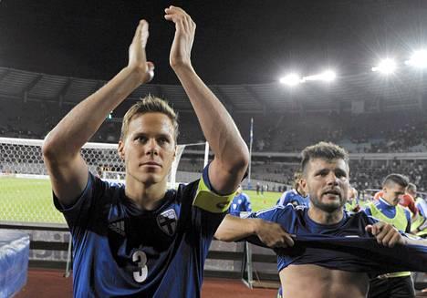 Niklas Moisander ja Perparim Hetemaj kiittivät suomalaiskannattajia miesten jalkapallon MM-karsintaottelun Georgia vs Suomi päätteeksi.