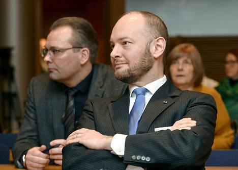 Sinisten ministerit Jussi Niinistö (vas) ja Sampo Terho asuvat ehdokasasettelun mukaan Helsingissä, mutta he ovat ehdolla Uudenmaan vaalipirissä.