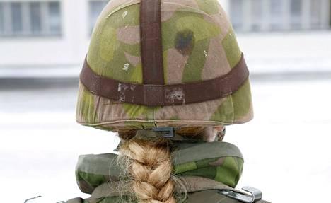 Naisten vapaaehtoinen asepalvelus alkoi Suomessa vuonna 1995.