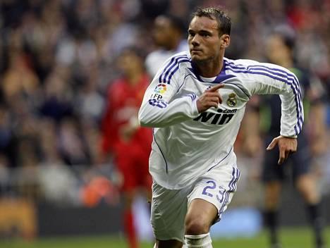 Wesley Sneijder pelasi Real Madridissa vuosina 2007–2009. Kuva on huhtikuulta 2008.
