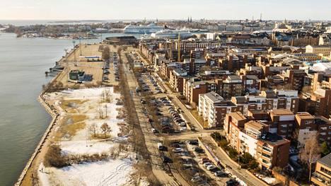 Helsinki suunnittelee rakentavansa Katajanokanrantaan asuntoja jopa 2000 ihmiselle. Kaupunki omistaa Katajanokanrannan maan. Tällä hetkellä alueella asuvat ihmiset ovat pelänneet uusien talojen peittävän heiltä merinäköalan.