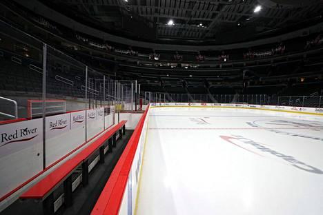 Washintonin Capilal One Arena ammotti tyhjyyttään torstaina, jolloin hallissa oli määrä pelata Washington Capitalsin ja Detroit Red Wingsin välinen NHL-ottelu. NHL-kausi keskeytettiin torstaina.