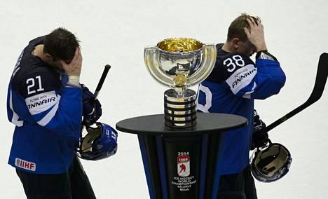 Valko-Venäjällä pelattiin edellisen kerran MM-jääkiekkoa keväällä 2014. Suomi sijoittui kisoissa hopealle. Jori Lehterän (vas.) ja Juuso Hietasen tunnelmat olivat pettyneet Venäjälle kärsityn finaalitappion jälkeen.