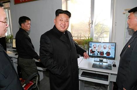 Pohjois-Korean johtaja Kim Jong-un tarkasti Huhtikuun 26. -nimisen piirroselokuvia tekevän studion. Kuvan ottamisen ajankohdasta ei ole tietoa, mutta uutistoimisto KCNA julkisti sen torstaina.