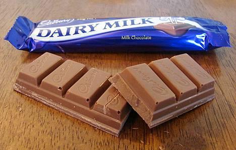 Dairy Milk -patukassa on 400 kaloria ja se painaa 75 grammaa.