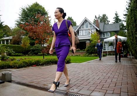Huawein johtoon kuuluva yrityksen perustajan tytär Meng Wanzhou kuvattiin kotiarestissa Vancouverin-kotinsa edessä 23. syyskuuta 2019.
